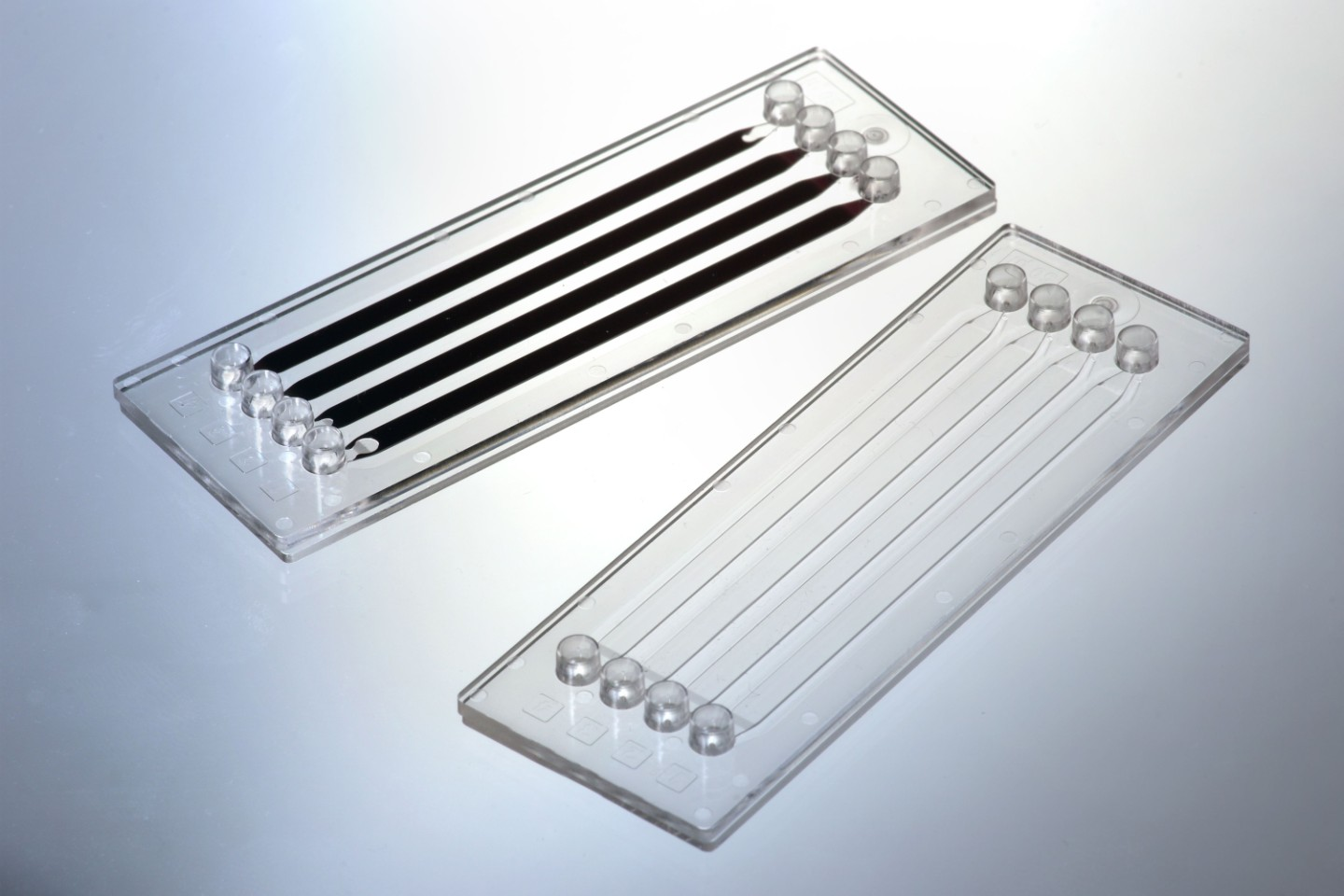 With the developed joining process, in which a thulium fiber laser is used, high-precision welding of microfluidic components can be achieved.